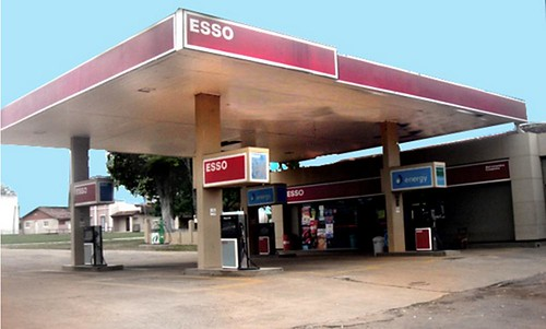 gasstation paraguay esso exxon petrolstation gasolinera fillingstation exxonmobil estacióndeservicio paraguarí caapucú