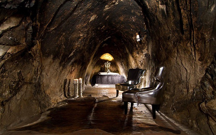 Sleeping underground: a electrifying experience