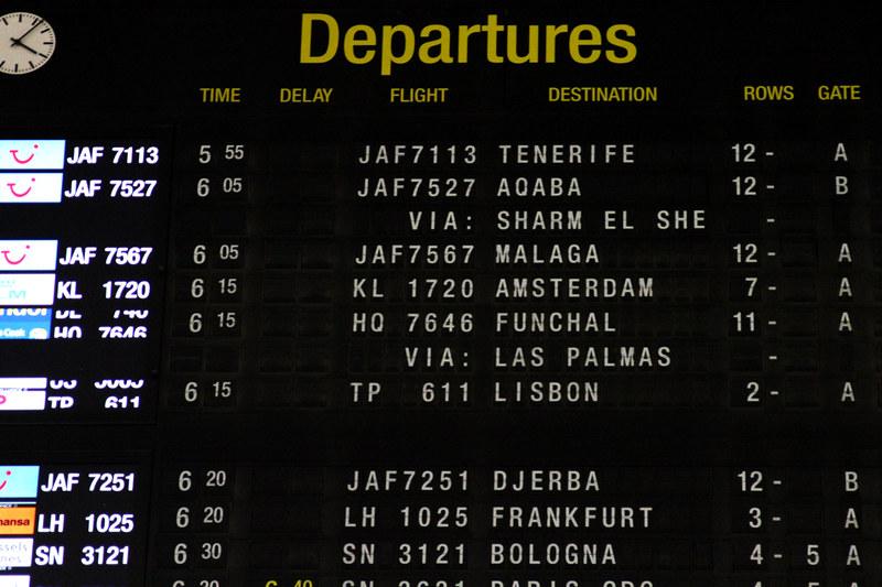 FIDS – Brussels Airport (BRU EBBR) – 2013 12 08 – 01 – Copyright © 2013 Ivan Coninx Photography