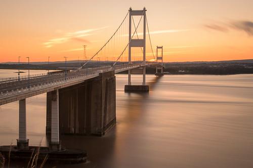 sunset suspension metallic severn pylon cables flowing aust severnbridges