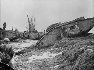 Tanks waiting to go into action, July 1917 / Chars d'assaut prêts à entrer en action en juillet 1917