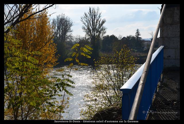 Sauveterre-St-Denis (Lot-et-Gar) - L'automne sur la Garonne vue du pont suspendu1/5