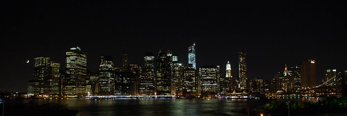 Crescent moon over the Manhattan skyline | by hudson