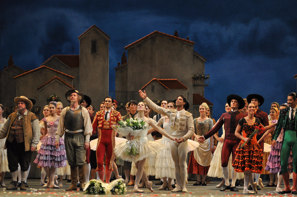 Carlos Acosta, Marianela Nu?ez and members of The Royal Ballet at the curtain call for the gala night of Don Quixote ? ROH / The Ballet Bag 2013