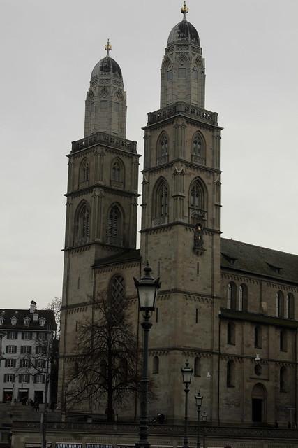 Grossmünster Zürich ( Kirche - Church - Eglise - Chiesa => Baujahr 1100 - 1220 ) in der Altstadt - Stadt Zürich im Kanton Zürich in der Schweiz