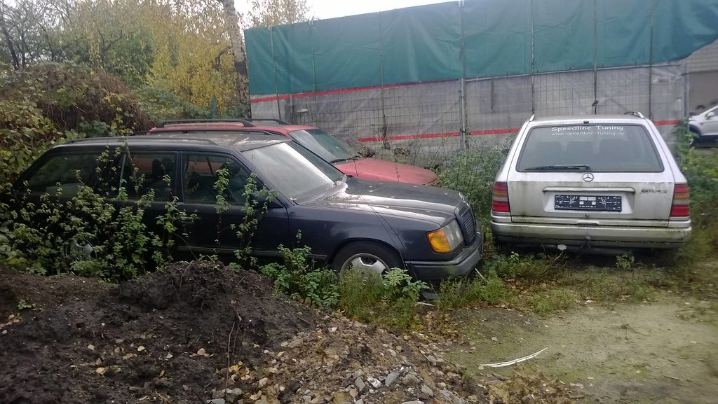 Abandoned Mercedes-Benz W124 estate, 1x AMG, 1 x Brabus | Flickr