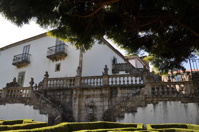 Escalera de acceso al jardín en el Pazo de Mariñán.