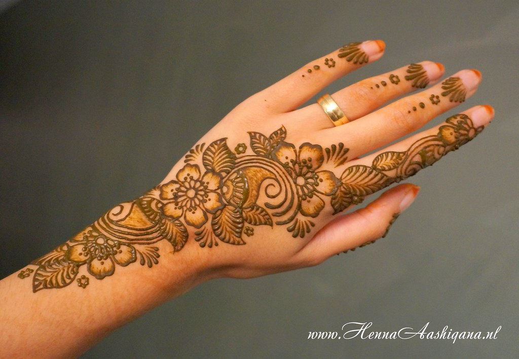 Floral Henna Strip Henna Design And Application By Henna A Flickr