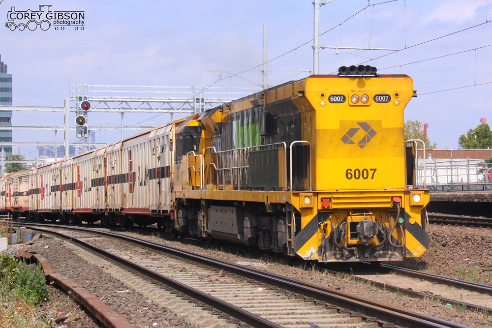 6007 with an SCT transfer at Footscray by Corey Gibson