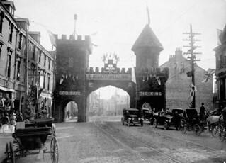 Triumphal arch in St. John's, Newfoundland decorated to honour the Prince of Wales, August 1919 / Arc de triomphe décoré en l'honneur du prince de Galles, à St. John's, Terre-Neuve, août 1919