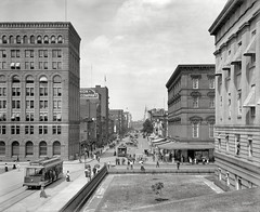 1908 streetcar looking toward the Treasury Building