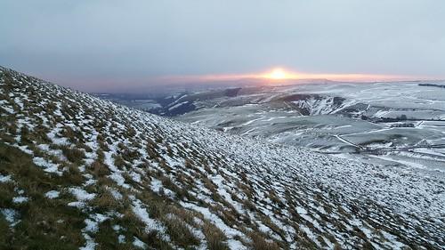 mamtor deryshire peakdistrict snow castleton sunrise