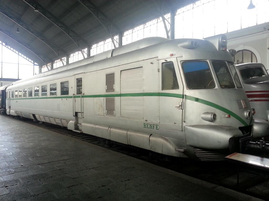 Tren Automotor Fiat - RENFE 595 10053376304_8f823772ac_b