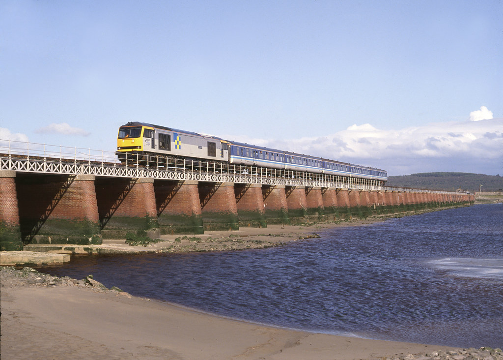 Class 60 no. 60095 Crib Goch @ Kent Viaduct, Arnside, Cumbria, 25/04/1992 [slide 9299]