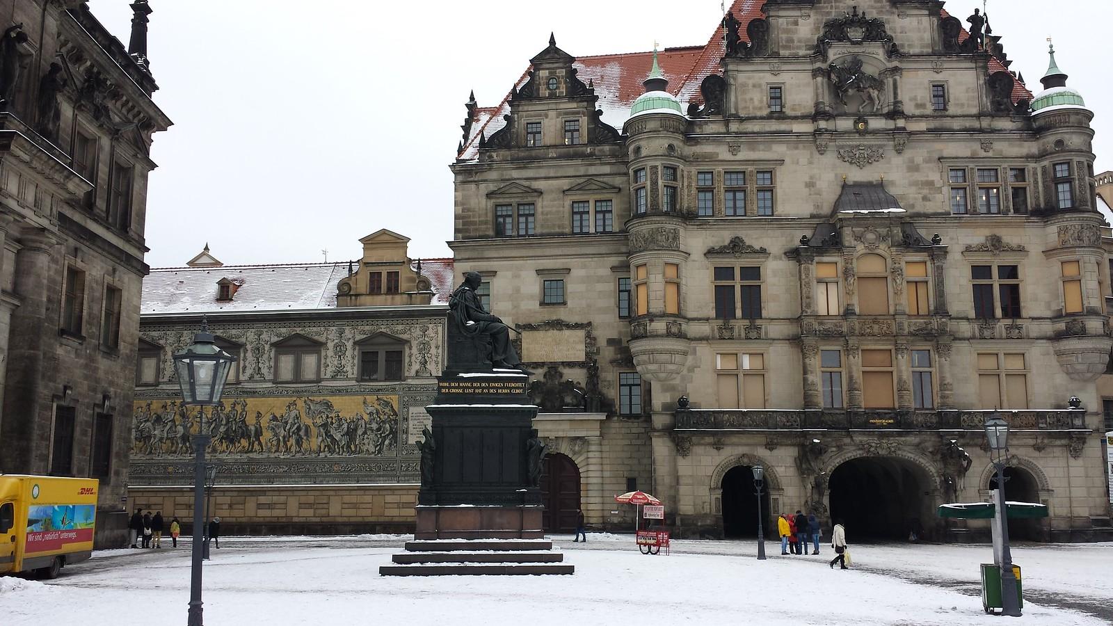 Denkmal für Friedrich August den Gerechten von Ernst Rietschel auf dem Schloßplatz in Dresden. Der Sockel stammt von Gottfried Semper.