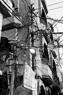 DSC09013-bw - Indian Electric Wiring on Street Poles | by loupiote (Old Skool) pro