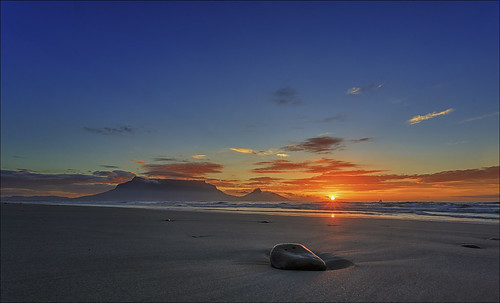 sunset sea night southafrica seaside sand capetown masks sunsetbeach luminosity canonef1740mml canoneos6d pwpartlycloudy {vision}:{sunset}=088 {vision}:{outdoor}=099 {vision}:{clouds}=0952 {vision}:{car}=0724 {vision}:{sky}=099