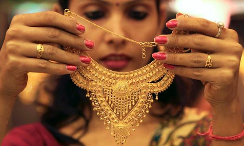 Indian housewives hold 11% of the World's gold. That is more than the reserves of USA, IMF, Switzerland and Germany put together. http://ift.tt/1gRK9ML | by 2ilorg