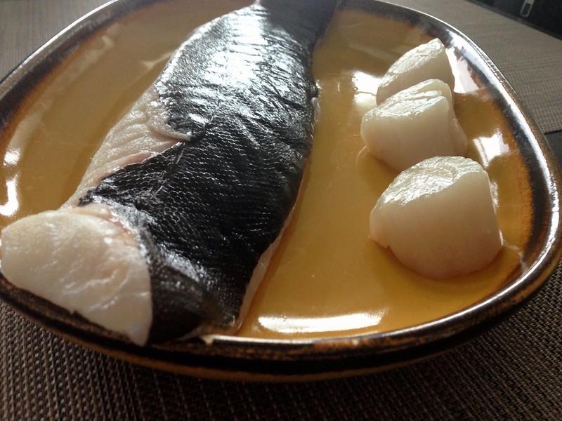 dinner preparation: kabeljau loins und drei jakobsmuscheln