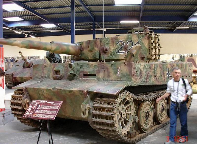PzKpfw VIH Tiger (2)