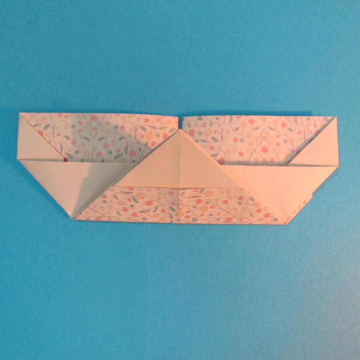 วิธีพับกระดาษเป็นผีเสื้อหางแฉก 025