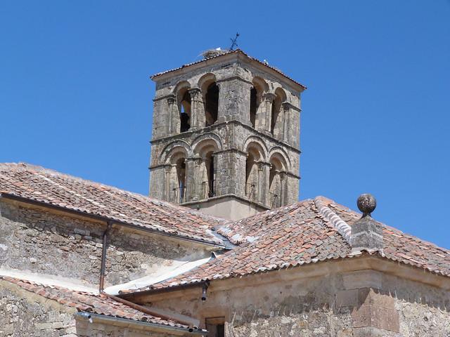 Campanario románico de la iglesia principal de Pedraza (Segovia)