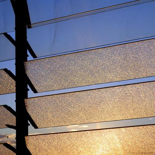 ©annedhuart 2013 ciel fenêtre jalousie lames leverdujour matin morning sky sunrise window jamaica annedhuart square carré