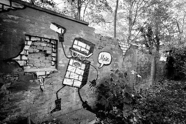 6640 Alte Mauer im Hamburger Stadtteil Altona Altstadt - Grafitti; Schwarz-Weiss Aufnahme