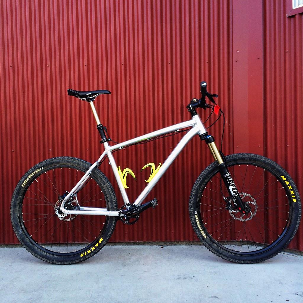 Santa Cruz Chameleon   2014 size large, stripped and ...