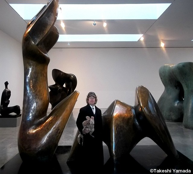 Stripes (sea rabbit) and Dr. Takeshi Yamada visited Chelsea Art Gallery District in Manhattan, New York on December 19, 2012.   20121219 044. Bronze statues by Henry Moore at Gagosian Gallery