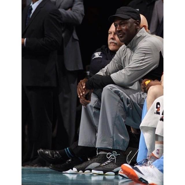 new arrival dd0b7 b577e Michael Jordan sitting court side wearing an exclusive Air ...