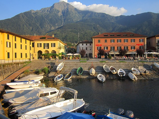 Colico, sul lago di Como, e il monte Legnone