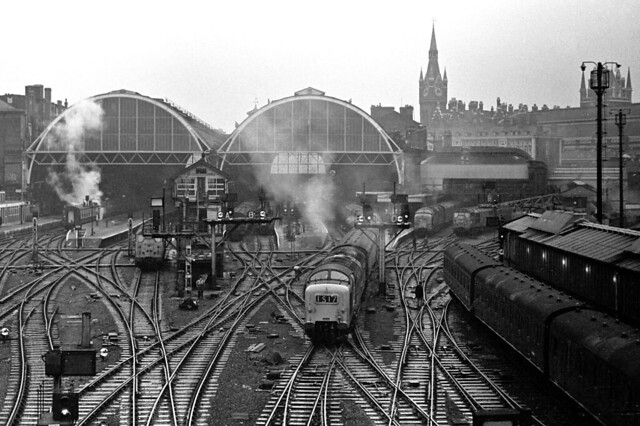 9017 departs Kings Cross with the Flying Scotsman.