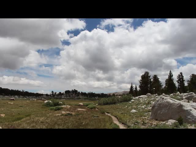 0570 Panorama video over a large meadow from the Cottonwood Lakes Trail