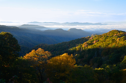 tennessee tn greatsmokymountainsnationalpark greatsmokymountains nationalpark great smoky mountains national park mist fog southern south easterntennessee mountain altitude overlook view pretty beautiful gorgeous amazing astonishing sunrise light rays nikon d7000 18200mm 18200mmvr 18200 vr wideangle trees tree colors colour colours fall autumn leaves season color change green yellow misty foggy sky clouds seasons hill foothill outdoor landscape mountainside mountainridge ridge