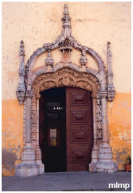 Le portail Manuélin de l'église de Moura