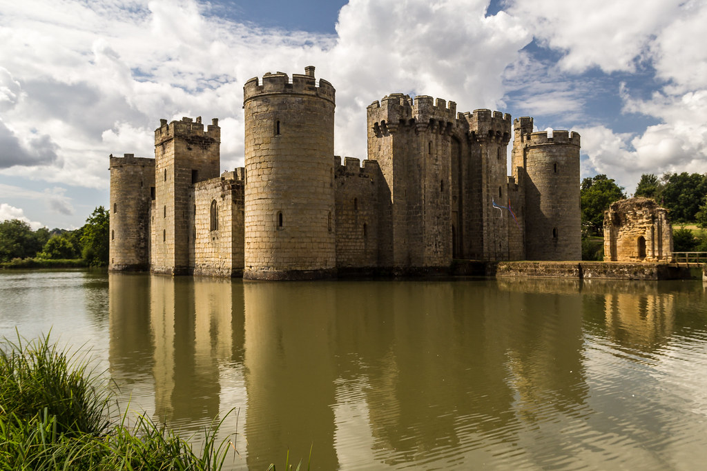 Castle | Bodiam Castle and moat. | Keith Bowden | Flickr