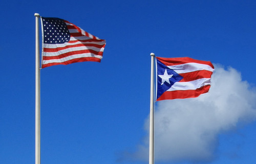 BANDERAS DE PUERTO RICO Y USA ONDEANDO