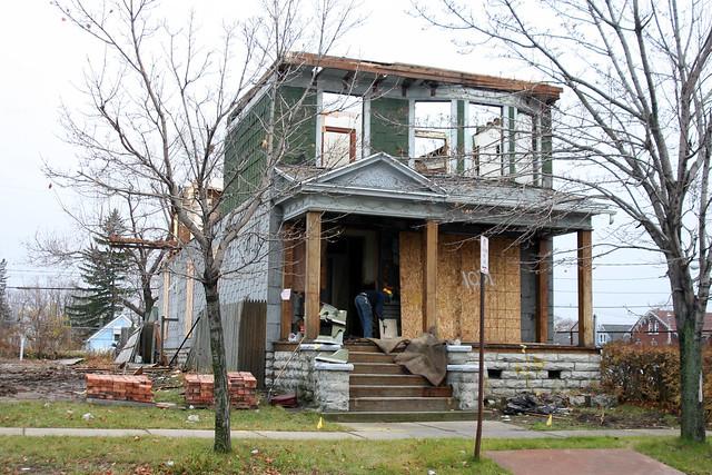 house sans roof