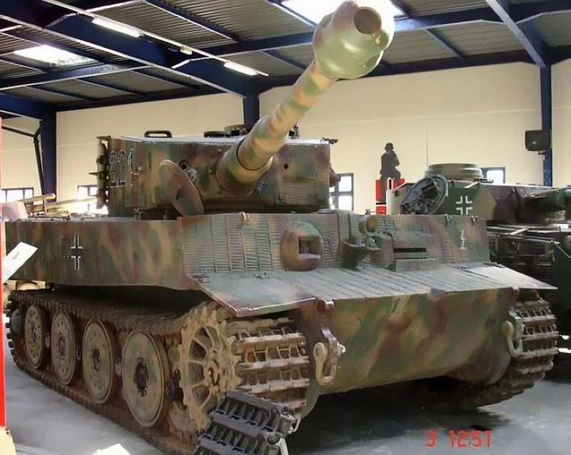 PzKpfw VIH Tiger (1)