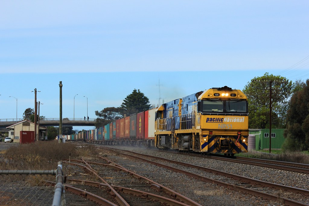 NR51 and NR97 charge through Horsham on BA6 Superfreighter by bukk05