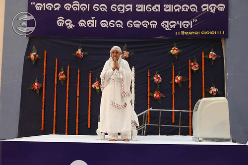 Arrival of Her Holiness on the dais