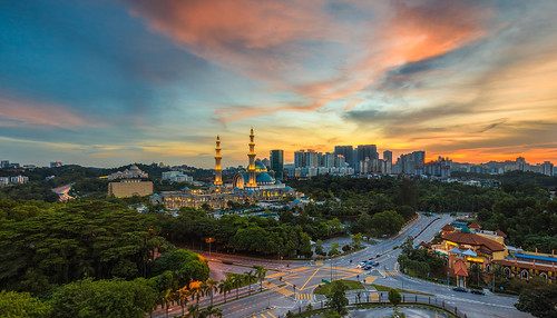sunset canon colorful day cloudy mosque islamic gettyimages 5dmarkii 1635f28mk2