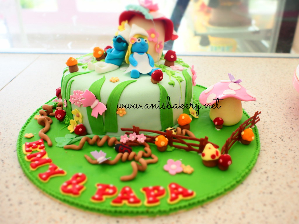 Wondrous Smurfs Birthday Cake Anisbakery Net Flickr Funny Birthday Cards Online Overcheapnameinfo