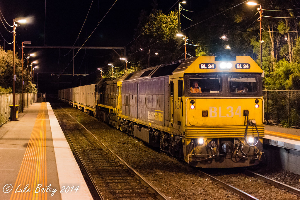 BL34-X44 with #9556 up Long Island goods at Seaford by Luke's Rail Gallery