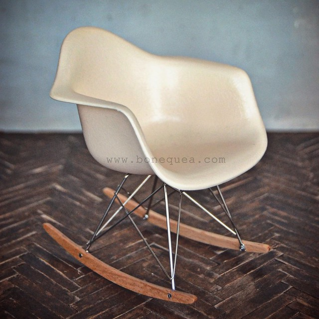 Eames Plastic Armchair RAR. Vitra Design Museum miniature