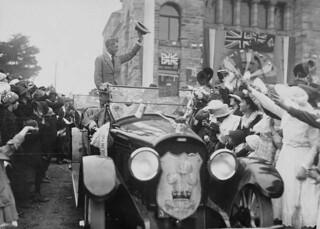 The Prince of Wales pictured during royal visit to Canada, with provincial courthouse in the background, 1919 / Le prince de Galles pendant sa visite au Canada, avec le palais de justice provincial en arrière plan, 1919