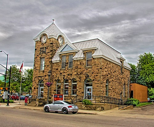 elora on ontario canada po postoffice perthcounty wentworthcounty architecture style romanesque stone field library gaddes street onaill attraction clock tower canadian flag heritage historic historical grand river building federal sandstone cararact sunset sky clouds golden hdr outdoor