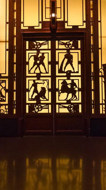Selfridges' Lift Closed
