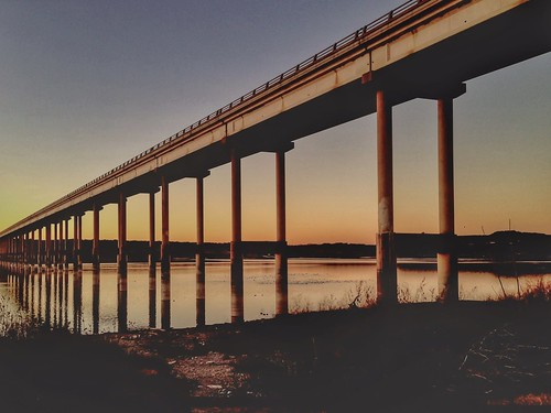 sunset lines vanishingpoint southend psexpress huemore perspectivecorrect snapseed lampassasriverbridge